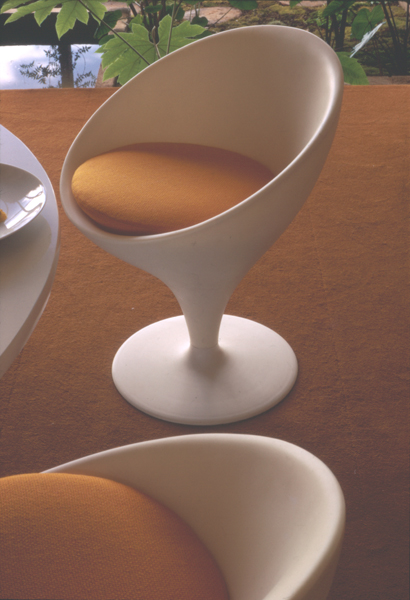 Stem dining chair and table (cropped), 1969