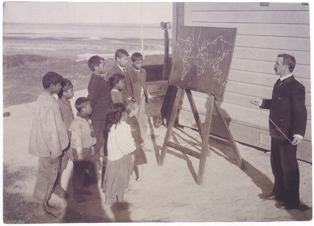 Arthur Northwood,  Geography Lesson, Te Hapua School, Northland , c.1905. Published in  New Zealand Photography from the 1840s to the Present , PhotoForum Inc., 1993. Courtesy of Alexander Turnbull Library (Ref. No. C11954).