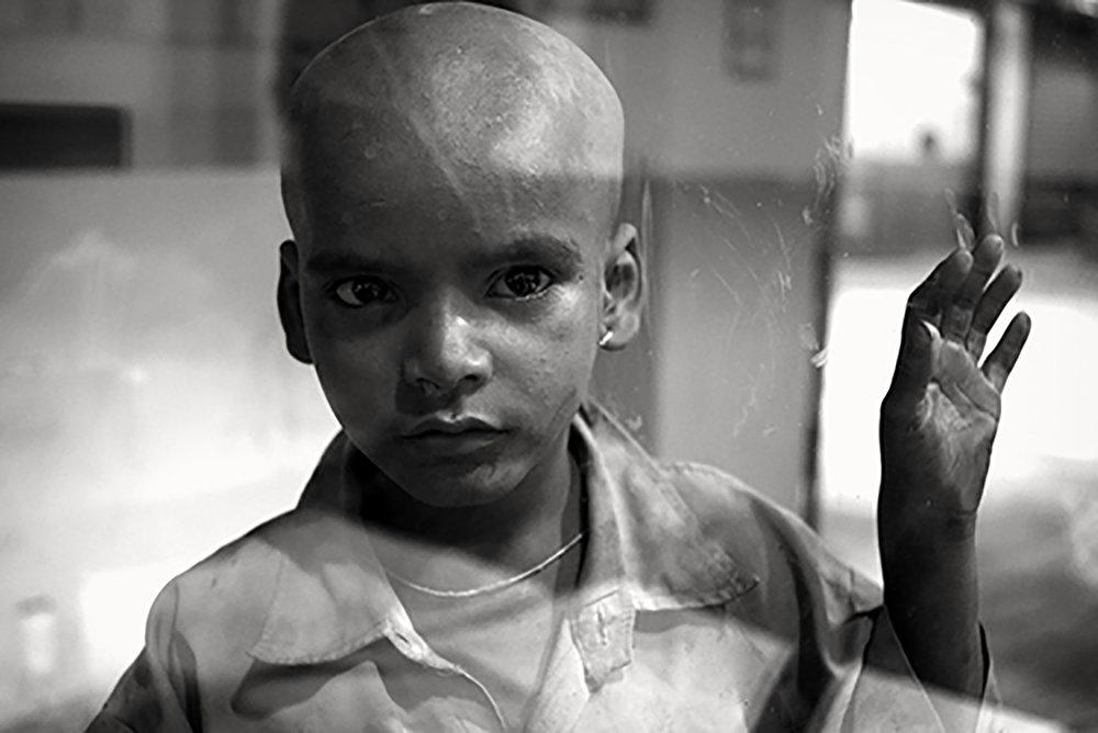 Julian Ward   Boy With Hand on Glass. Majna-ka-tilla, Delhi, India  2010