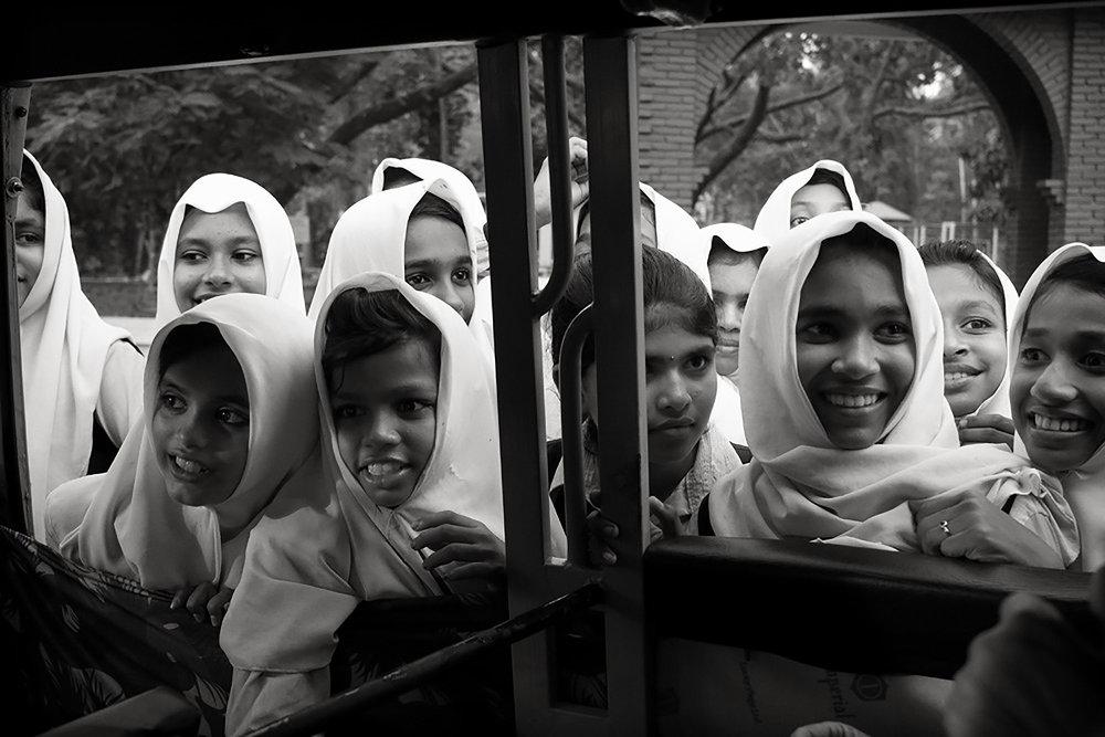 Julian Ward   Girls Crowded Around Car. Tripunithura, Kerala, India  2018