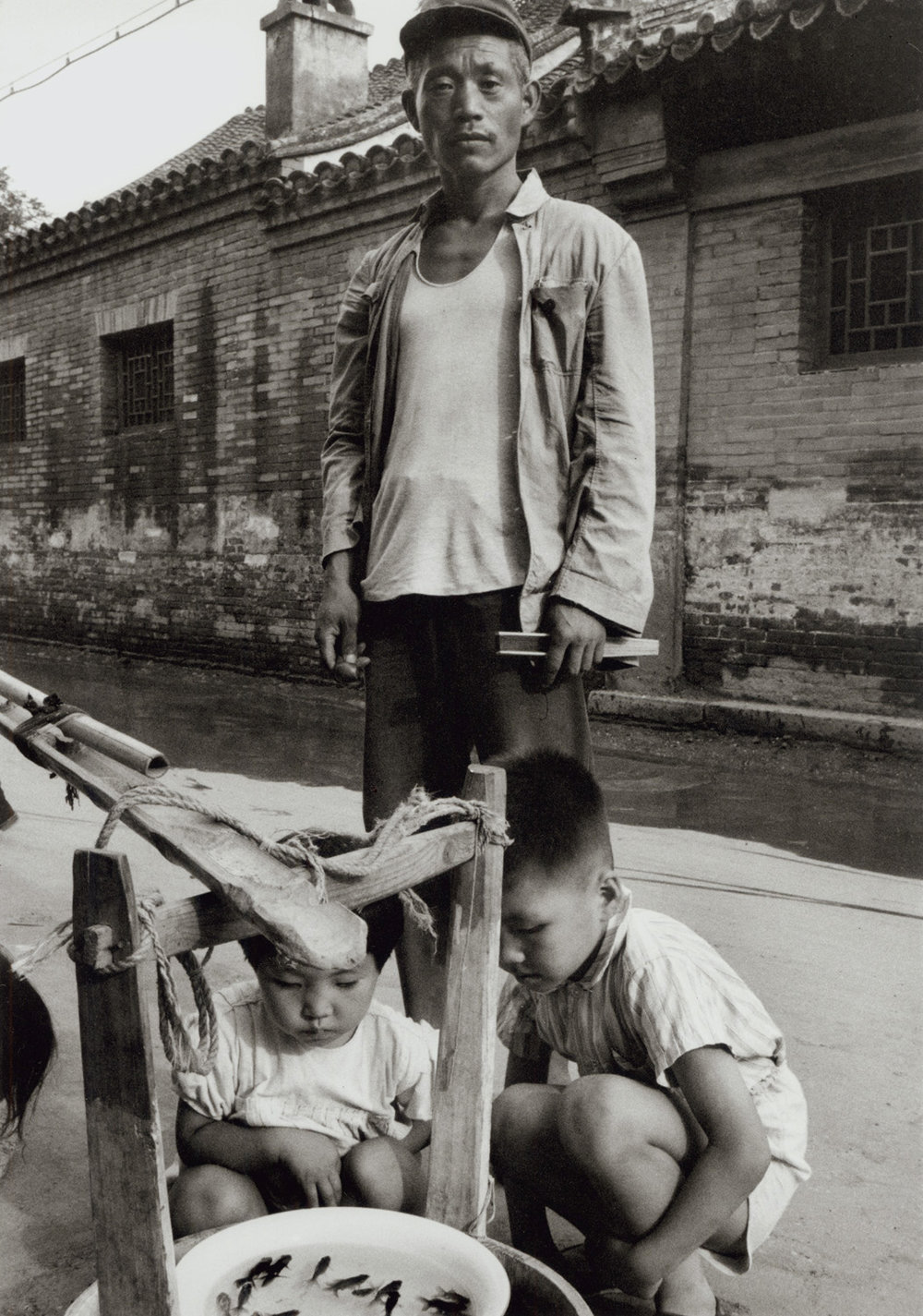 Goldfish pedlar in a Peking side street. China, 1956.  (RDH C033-34)