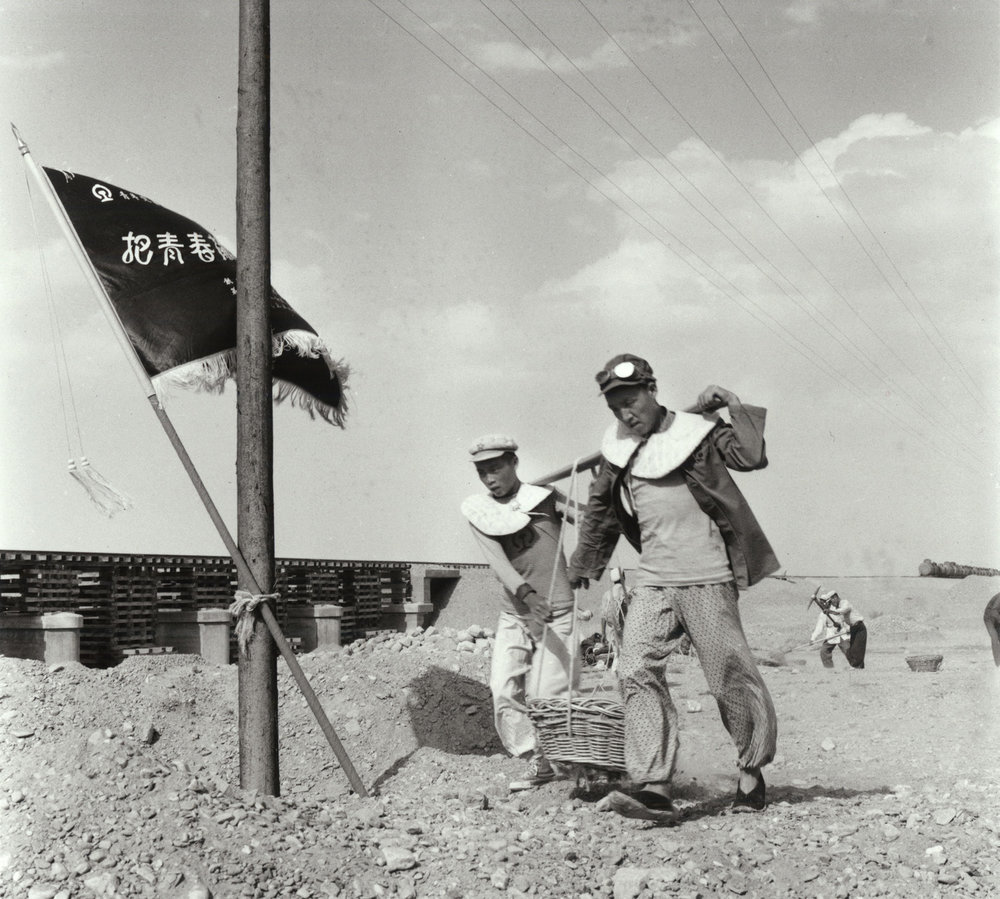 Men working on making a water channel for the railway in the Gobi desert, Yumen. July China, 1956. (RDH R21-08)