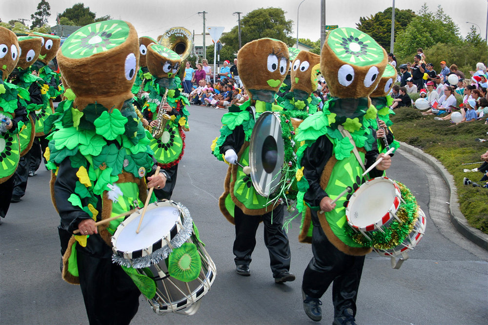 Kiwifruit band, Christmas Parade, Harbour View Road, 2 December 2005. (JBT6772)