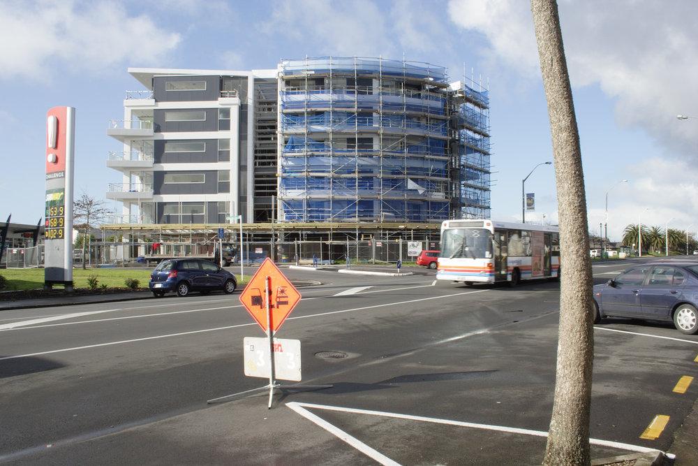 Bella Vista Apartments, corner Gunner Drive and Te Atatu Road, 12 August 2007. (JBT26384)