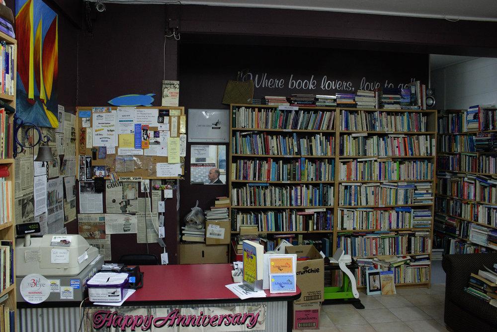 Graeme Smith, Off the Shelf Books, 570 Te Atatu Road, 19 June 2009. (JBT34684)