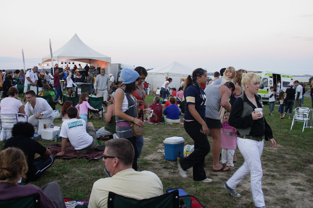 Dancing, Te Atatu Music Festival, Harbour View, Te Atatu Road, 11 February 2006. (JBT9344)