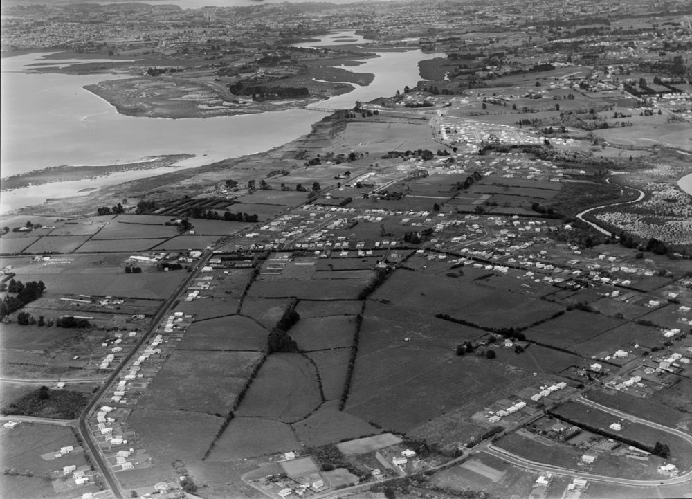Aerial photograph showing the partitioning of North and South by the motorway and the coming of the residential suburb (20 November 1956). Whites Aviation Ltd, Alexander Turnbull Library, Wellington. (WA-42457-G)