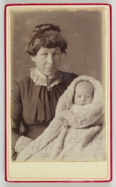 Woman and infant , 1885-1887, Hawke's Bay, by J. E. & H. Cobb. Te Papa (O.045044)