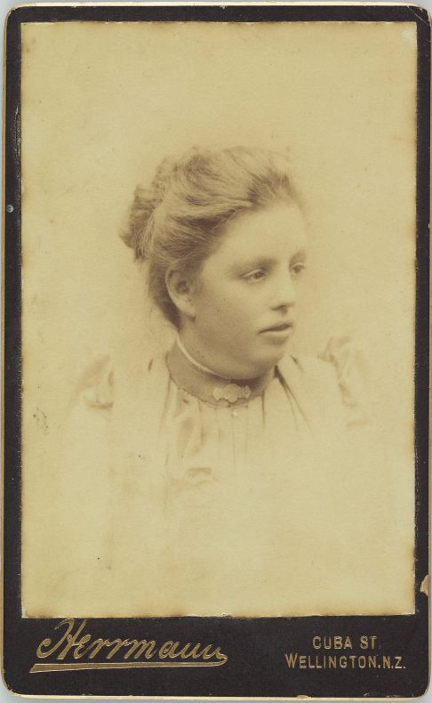 Young woman , 1890s, Herrmann studio, Wellington. Gift of Derek Noble. Te Papa (O.004613)