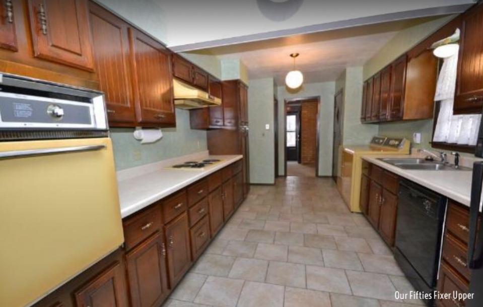 Realtor photo of kitchen