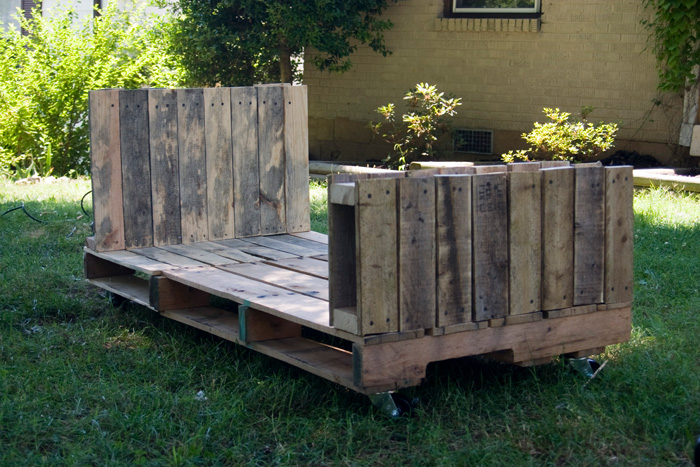 diy-toddler-pallet-bed-11.jpg