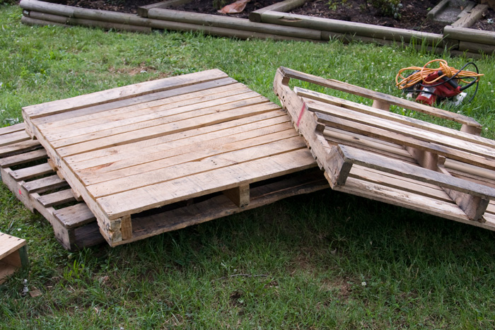 toddler-pallet-bed-2-complete.jpg