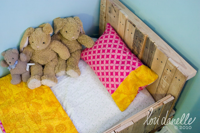 toddler-pallet-bed-take-2-02.jpg