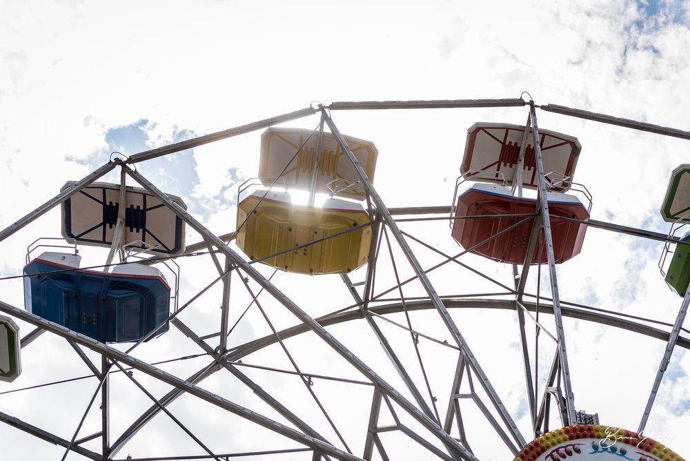 Sun peaks through the Giant Wheel. Image: Brian Gailey  Tulelake Butte Valley Fair 2017