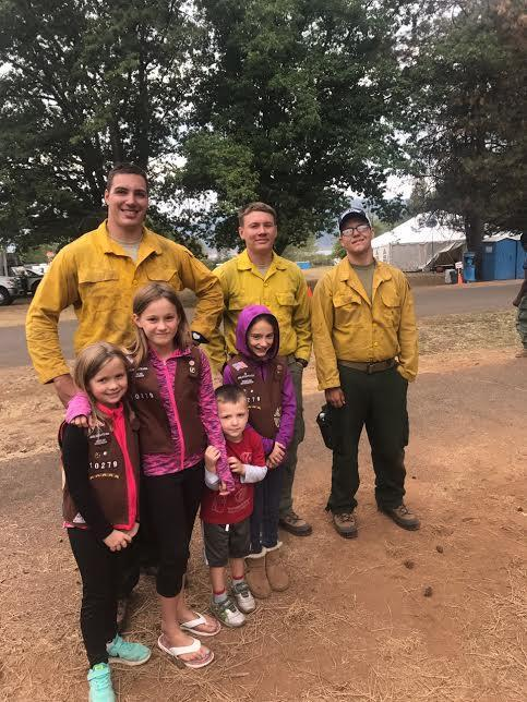 Girl scouts visit fire camp and bring cookies! (Inciweb)