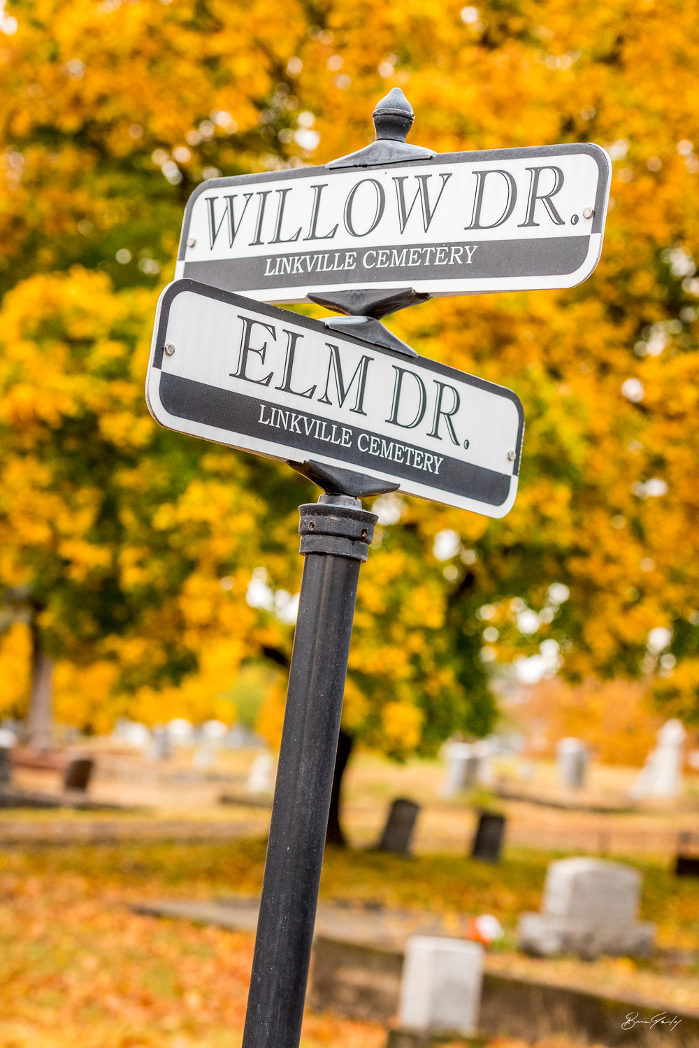 Street signs from the Linkville Cemetery in Klamath Falls, Ore. Image: Brian Gailey