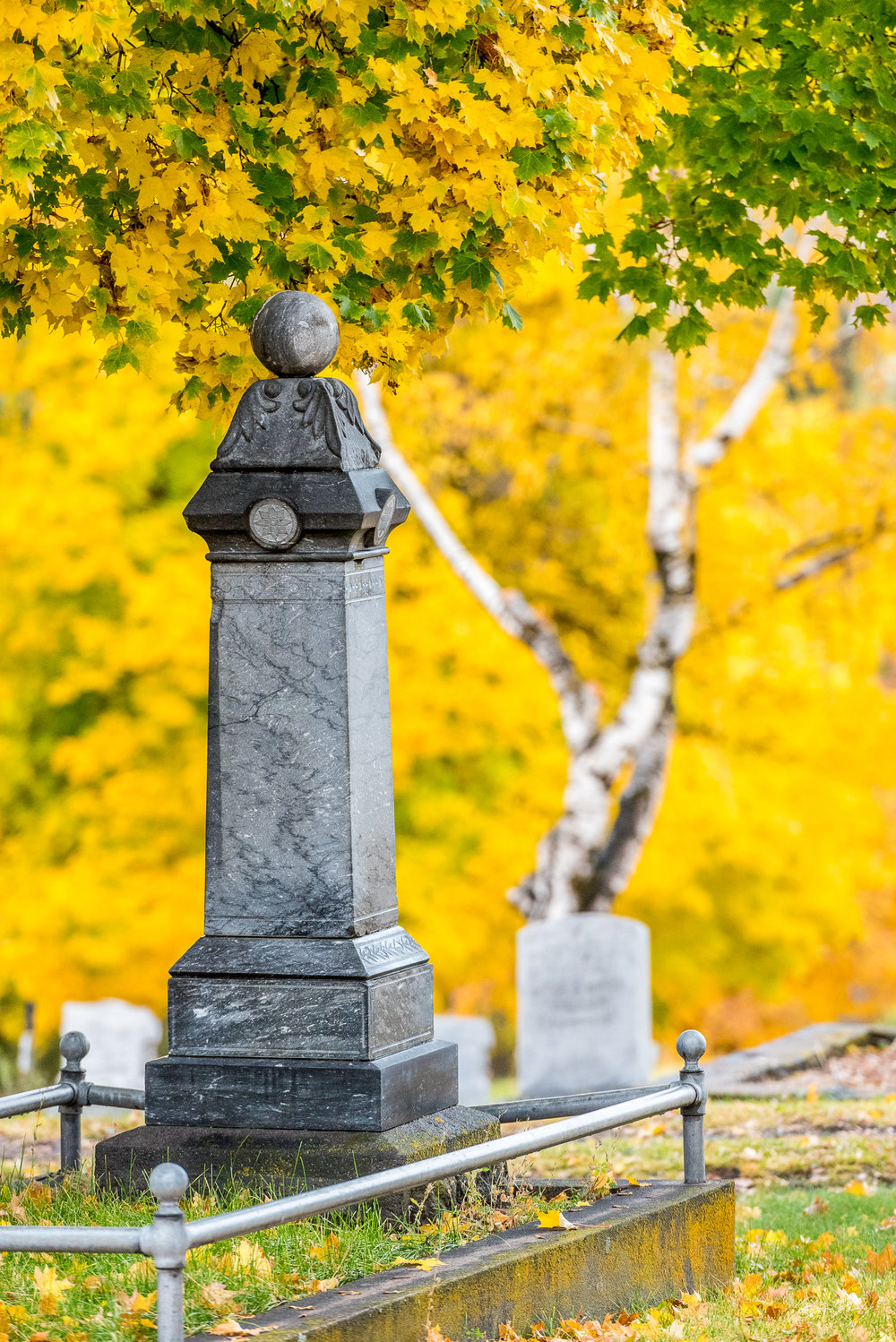 An opulent marker in the historic Linkville Cemetery, Klamath Falls, Ore. Image: Brian Gailey