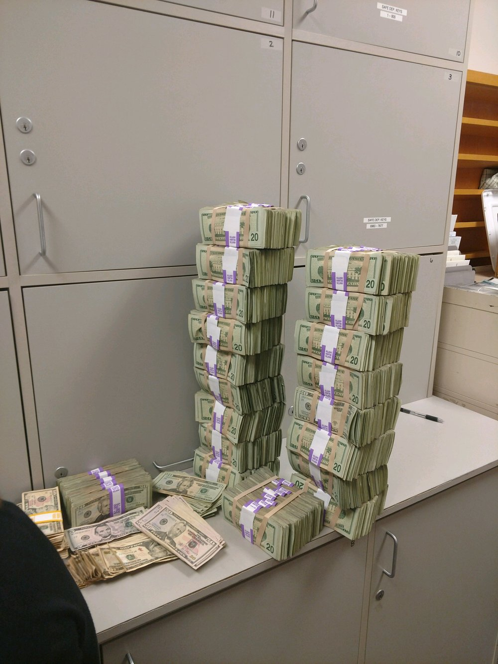$444,030 in US Currency found whtn Garrigan and Runion were stopped by OSP in Klamath County. (Oregon State Police)