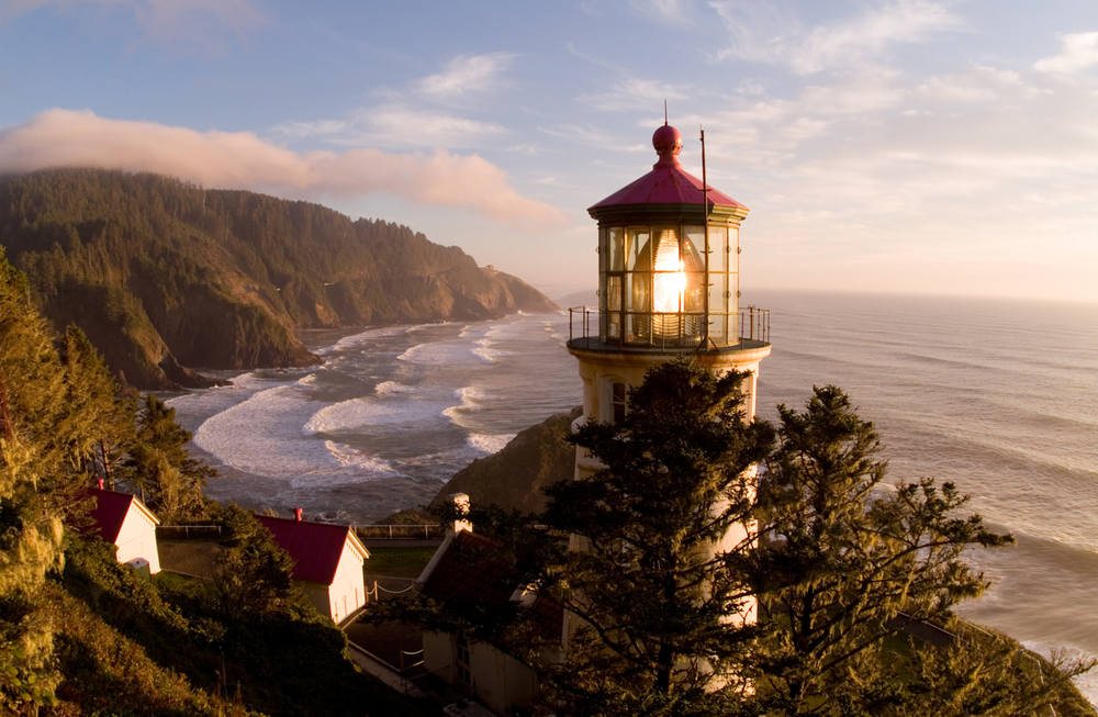 Heceta Head Lighthouse (Oregon Parks and Recreation Dept.)