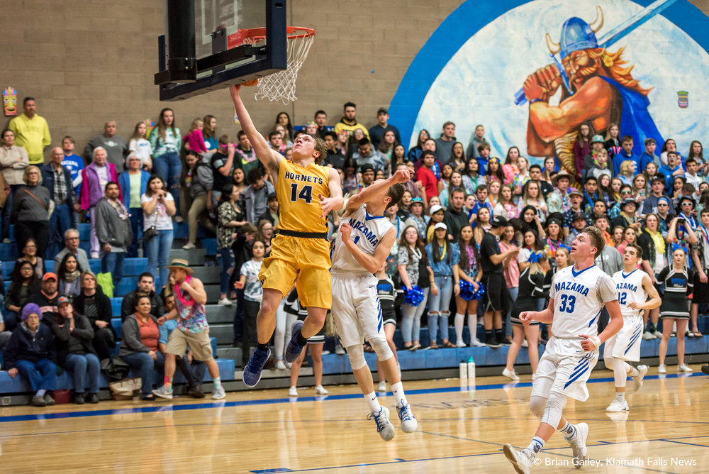 Henley vs Mazama Boys Basketball, cross town & conference rivals. Mazama wins 54-49, and finishes the season 10-0 to become Skyline Champs. February 16, 2018. (Brian Gailey)