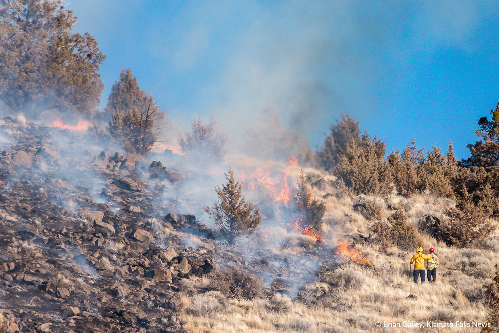 A suspicious fire burns on Stukel Mountain near Chalet Drive in Klamath Falls. January 14, 2019 (Brian Gailey)