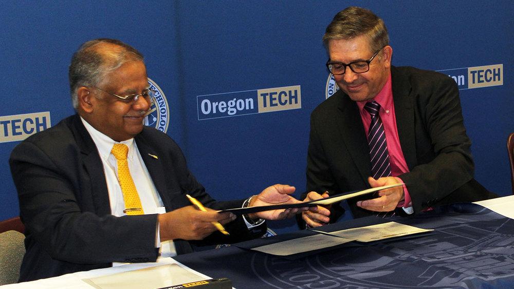 Oregon Tech President Dr. Nagi Naganathan, Klamath County School District Superintendent Glen Szymoniak sign a memorandum of understanding Wednesday for a new business academic pathway.