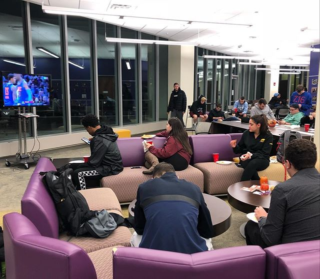 Pizza,🍕snacks, soda AND the basketball game?🏀Sounds like a great night for ASBO! The Hub is definitely our new spot for viewing parties! #sports #nba #basketball #sportsbusiness #ualbany