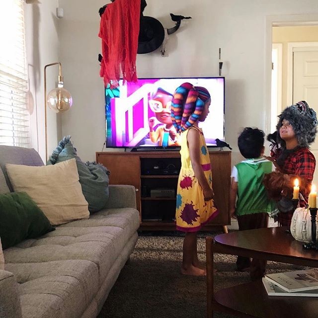 We love Halloween, but for Keilyn, creepy masks 👹and clown makeup 🤡are a no no. Luckily, once she saw that it was just Jazlyeen under that mask, she realized it was just pretend scary. If you have younger kids who think Halloween is too spooky for them, check out the #NetflixSuperMonsters Halloween special on @netflixfamily! It's filled with adorable friendly monsters and helped take the spook out of Halloween (while keeping the fun in) for my little ones this year. #netflixpartner