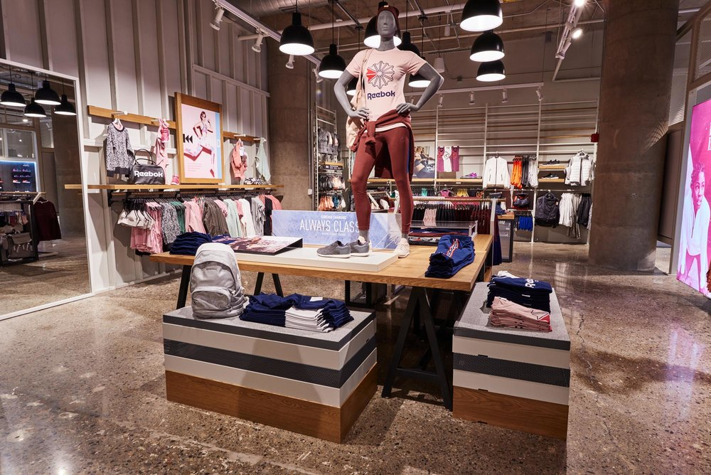 Reebok Dry Dock Store Boston - interior VM mannequin