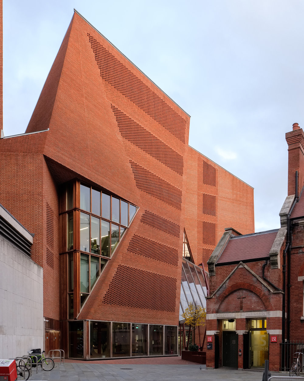 Fred+Howarth+Photography_LSE+Saw+Hock+Building_-3.jpg