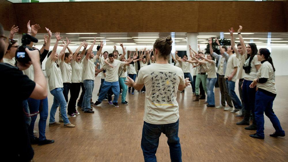 step_into_action_jungeMenschen.jpg