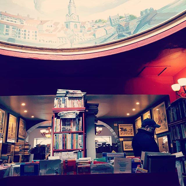 Bookshopping in Berwick