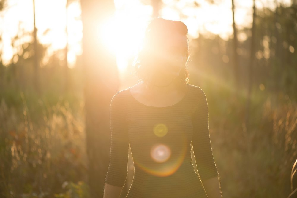 304923-Frau-in-Sonnenlicht.jpg