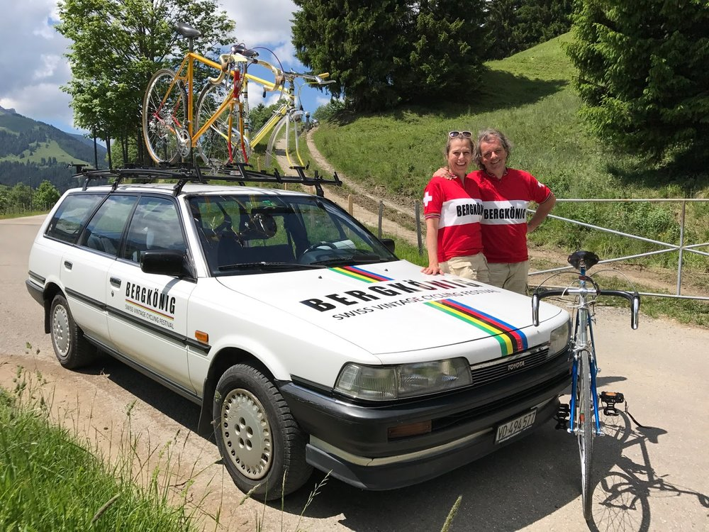 Organisers Alex and Francesca Beeler with their period Toyota Camry 2.0 XLi Sportswagen, quipped with an ex-Proteam bike roofrack