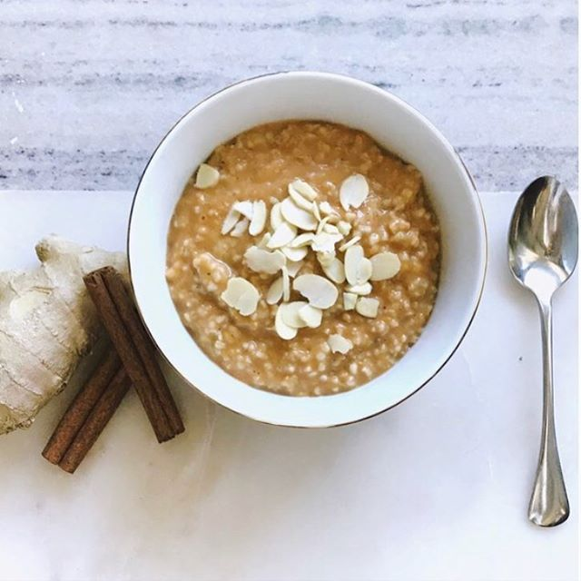 Looking to spice up your steel cut oats?  Check out this easy and delicious recipe for Pumpkin Spice Steel Cut Oats up on Dr Kaleigh's Kitchen! Great to make on weekend and reheat all week!  Link in bio 🤗