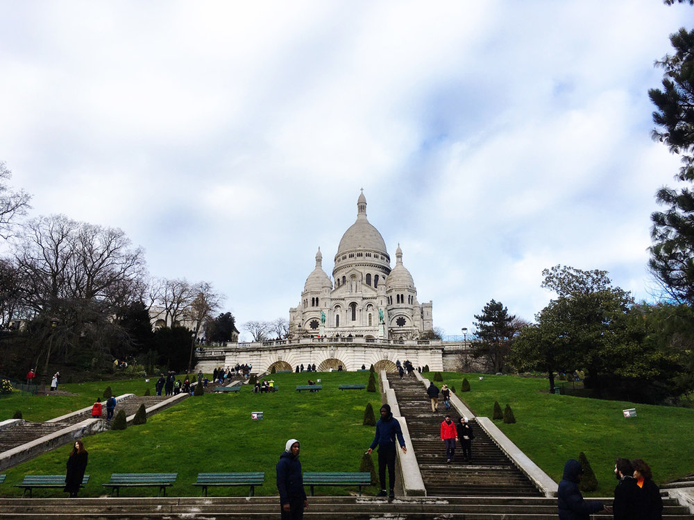 Halfway up the hill to Sacré Coeur - approximately 300 steps!