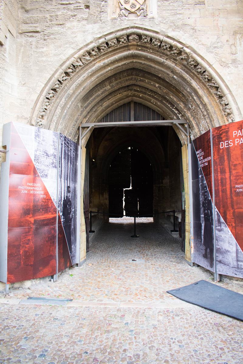 Door to Palais des Papes