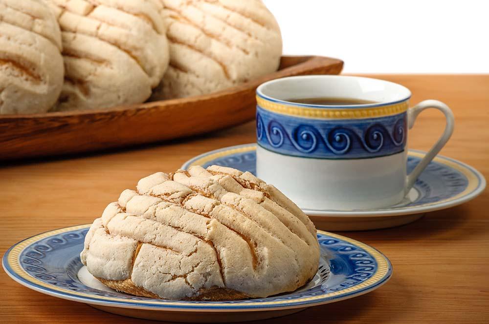 Concha blanca = White shell. (kon-chah blah-kah)