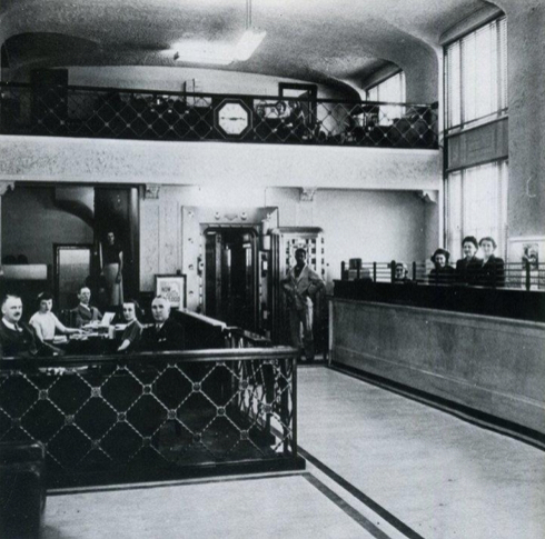 Image of the bank's interior ca. 1930, currently Amelie's Bakery.