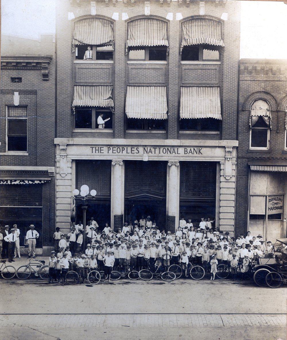 Promo image of the Herald delivery boys in front of the bank, ca. 1910.