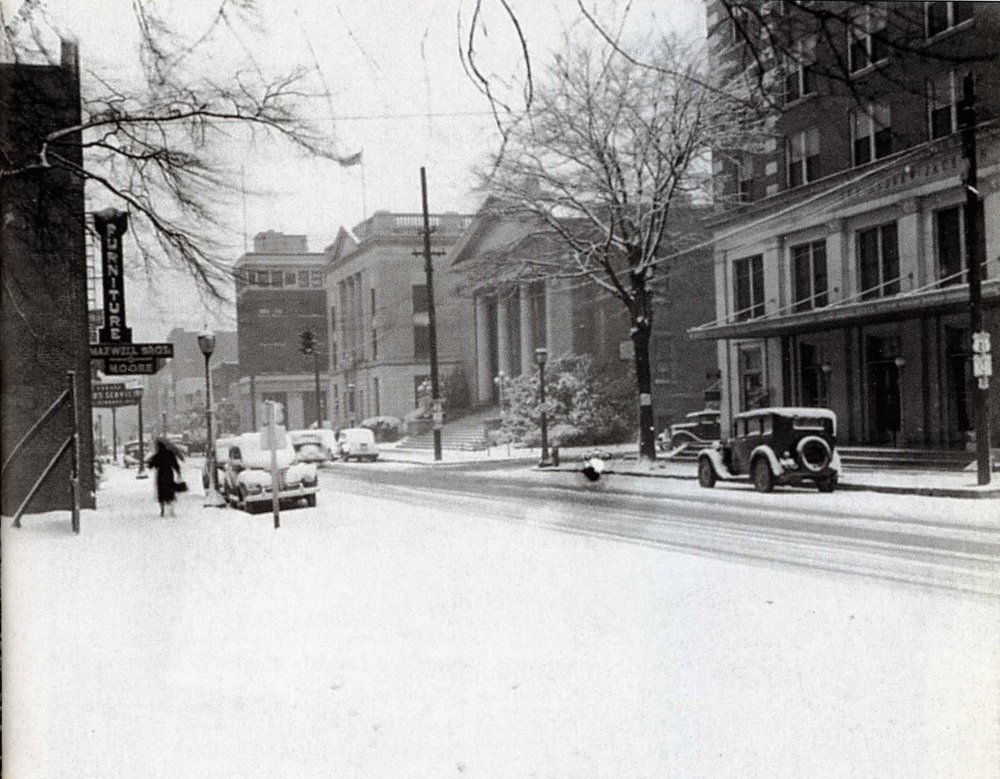 1920s snow scene along Main Street. Courtesy of the WU Pettus Archives