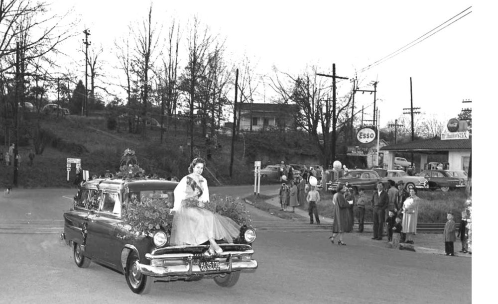 Esso station in the background of the 1954 Christmas parade.jpg