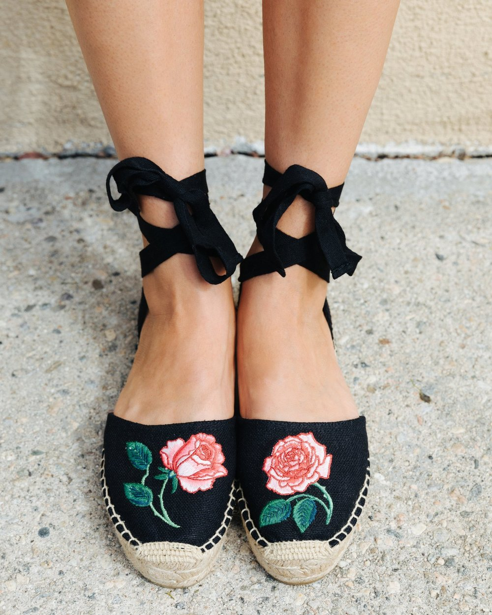 SOLUDOS   Vogue 125 Embroidered Sandal