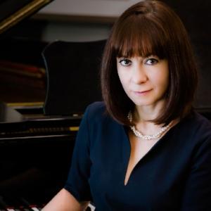Yulia Kalashnikova , piano