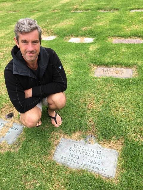 Emon at William Sutherland's grave