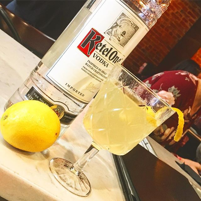 We've got @mixin_with_madsmn from @diageo in Stillwater showcasing some simple, clean, @ketelone cocktails. She's on in for a short while, some come down and she may even share. 😂