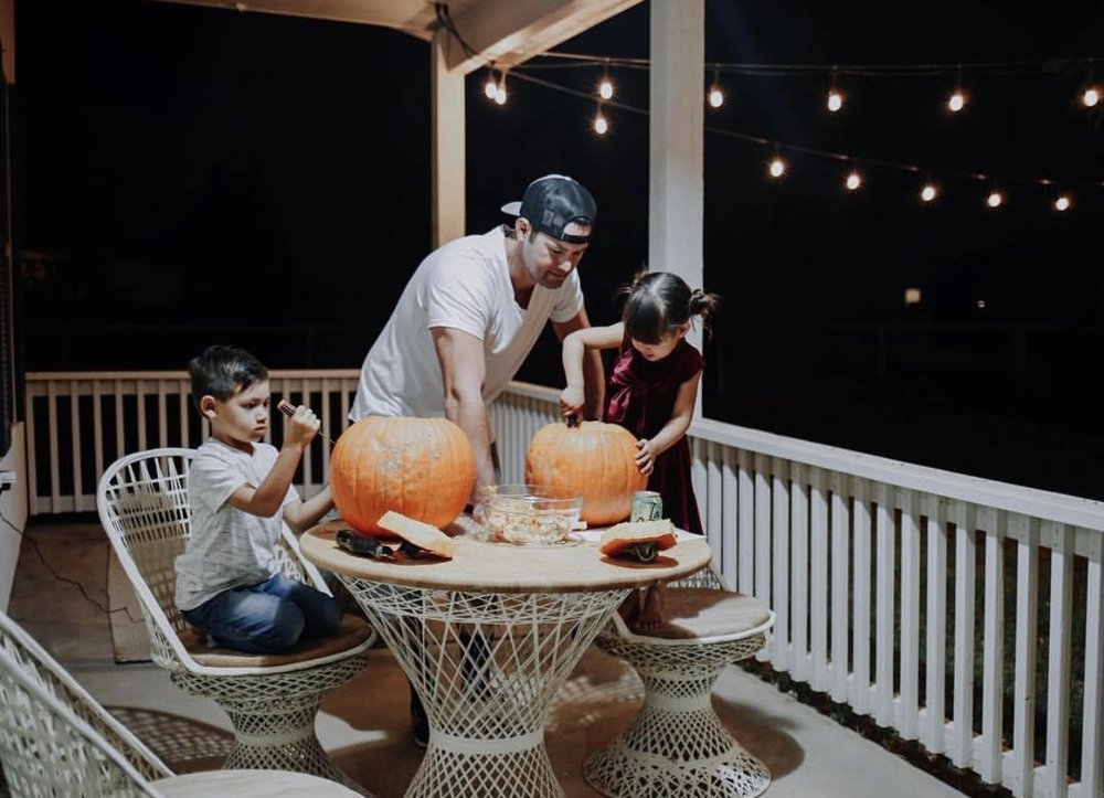Family pumpkin carving  via House of Lu