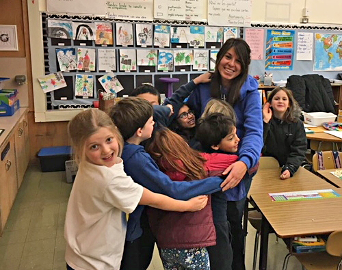 For six years, Apoyemos has enabled native Spanish speaking interns to bring teaching experience, culture and support to Spanish Immersion classrooms at Ainsworth, West Sylvan and Lincoln.