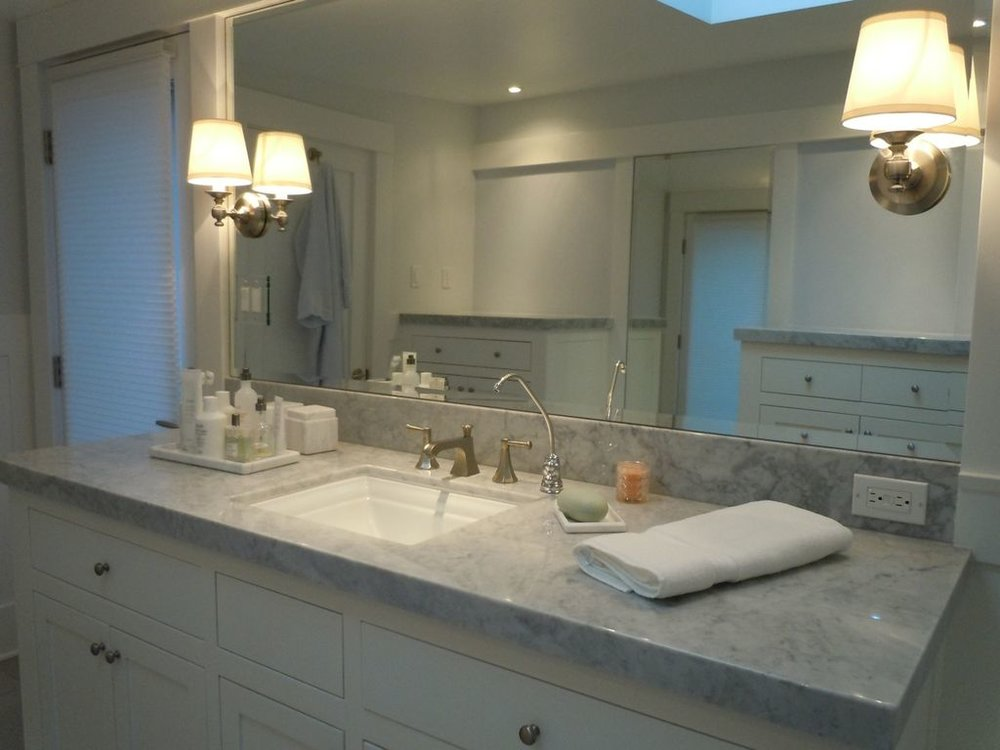 traditional-master-bathroom-with-carrara-marble-french-doors-and-stone-backsplash-i_g-ISl6jtzlosunfg0000000000-RGJn1.jpg