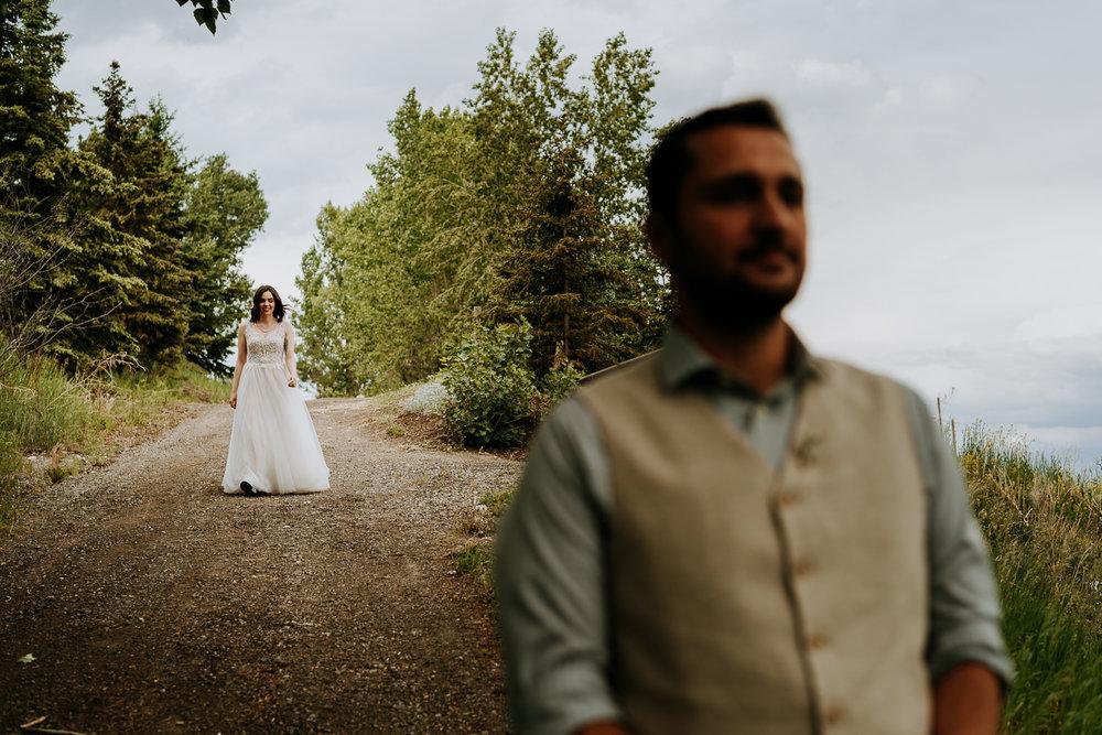 Calgary-Wedding-Photos-Saskatoon-Barn-7.jpg